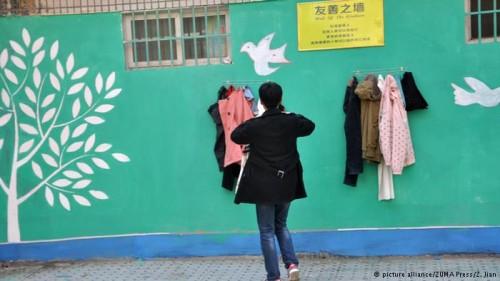 دیوار مهربانی در چین,عکس های دیوار مهربانی در چین,الگو برداری چینی ها از دیوار مهربانی ایرانی ها,دیوار مهربانی به چین رسید,دیوار مهربانی خارجی