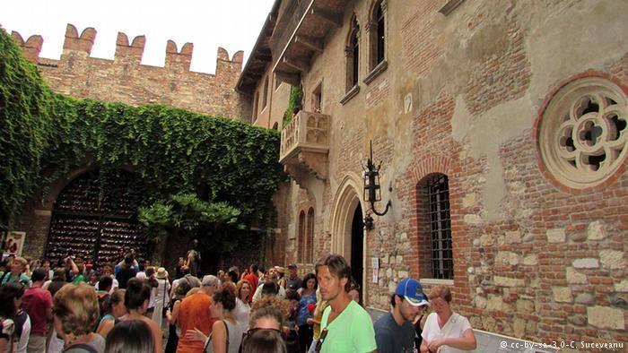 عکس خانه عشق ژولیت و رومئو,عکس خانه عشق در ایتالیا,عکس های خانه عشق در ایتالیا,تصاویر و جریان خانه عشق ژولیت,عکس خانه و نامه های ژولیت برای رومئو در ایتالیا