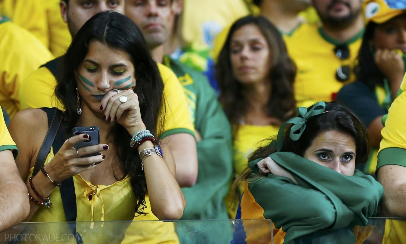 عکس تماشاگران برزیلی,عکس جام جهانی,عکس بازی برزیل و آلمان,عکس دختران بازی برزیل و آلمان,عکس گریه تماشاگران برزیلی