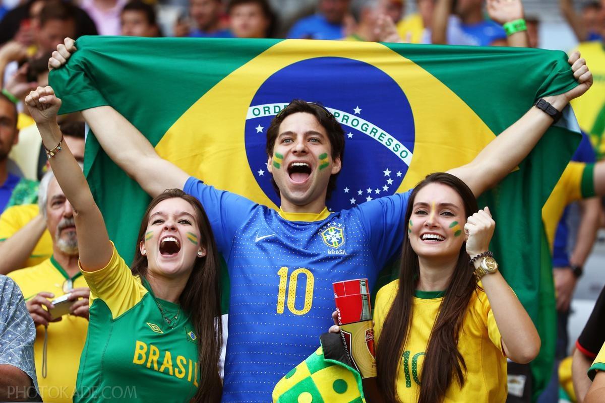 دختران طرفدار برزیلی