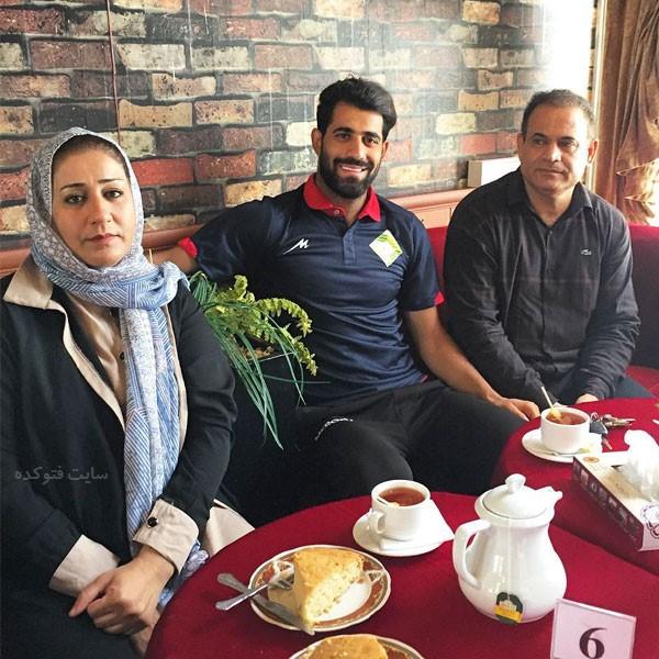 حسین کنعانی بازیکن فوتبال در کنار پدر و مادرش + بیوگرافی