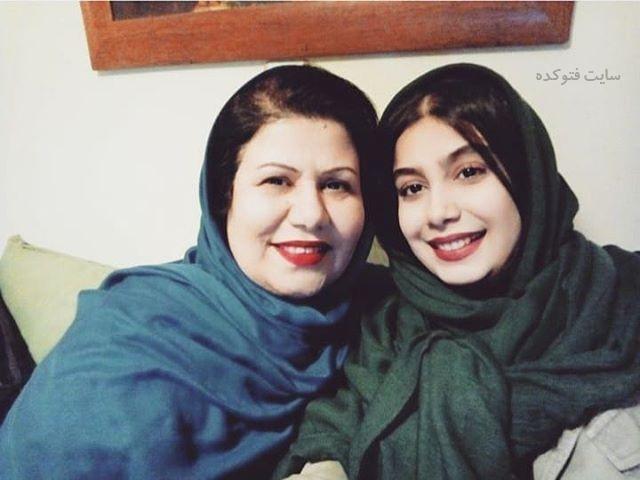 عکس آذین رئوف و مادرش