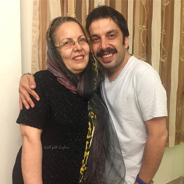 عکس عباس جمشیدی فر با مادرشان