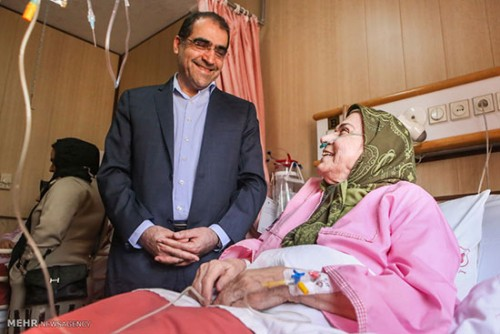 عیادت وزیر بهاداش از صدیقه کیانفر بازیگر زن در بیمارستان,صدیقه کیانفر در بیمارستان,عیادت قاضی زاده هاشمی از صدیقه کیانفر بازیگر زن در بیمارستان