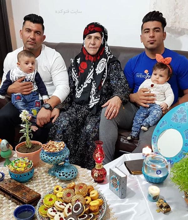 مادر و برادر علی هاشمی قهرمان وزنه برداری