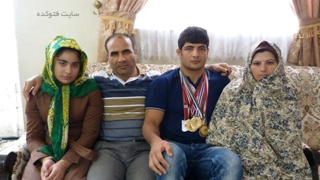 عکس خانوادگی علیرضا کریمی کشتی گیر + زندگینامه