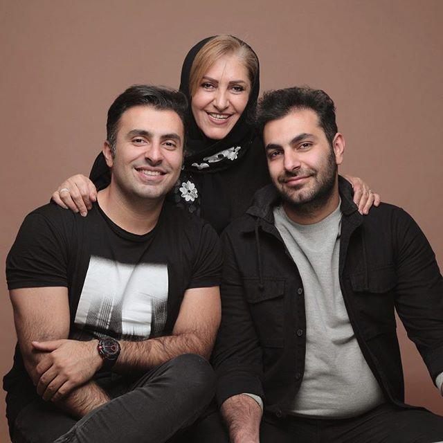 عکس علیرضا طلیسچی در کنار برادر و مادرش