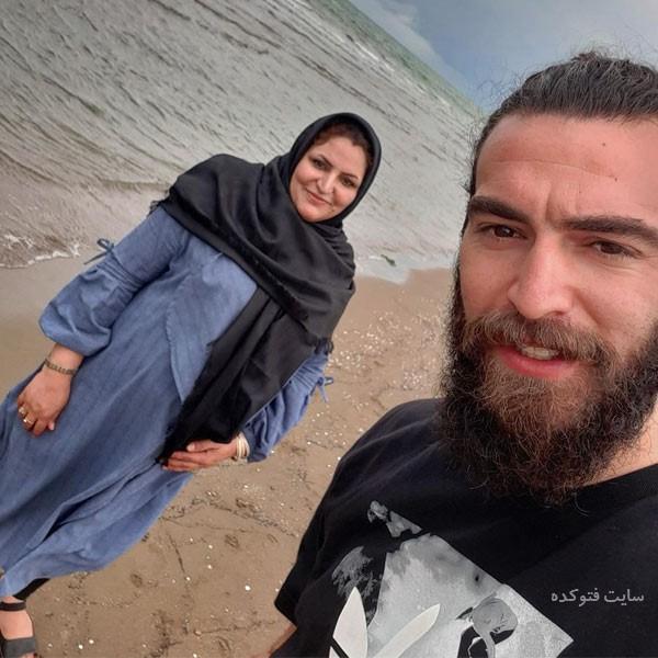زندگی نامه امیر حسین اکبری فوتبال ساحلی و مادرش
