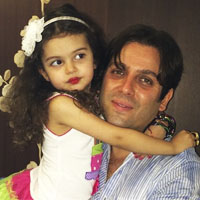 امیررضا دلاوری و همسرش + بیوگرافی و دخترش