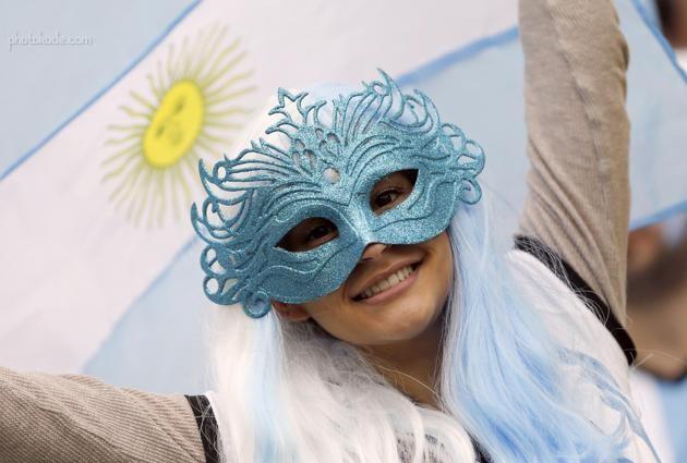 تصاویر بازی جالب ماسک های صورت تماشاگر آرژانتین در جام جهانی