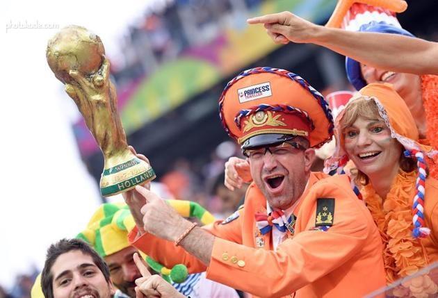 زن و مرد های طرفدار فوتبال جام جهانی 2014