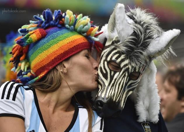 بوسه های عاشقانه در جام جهانی 2014 بازی آرژانتین و هلند
