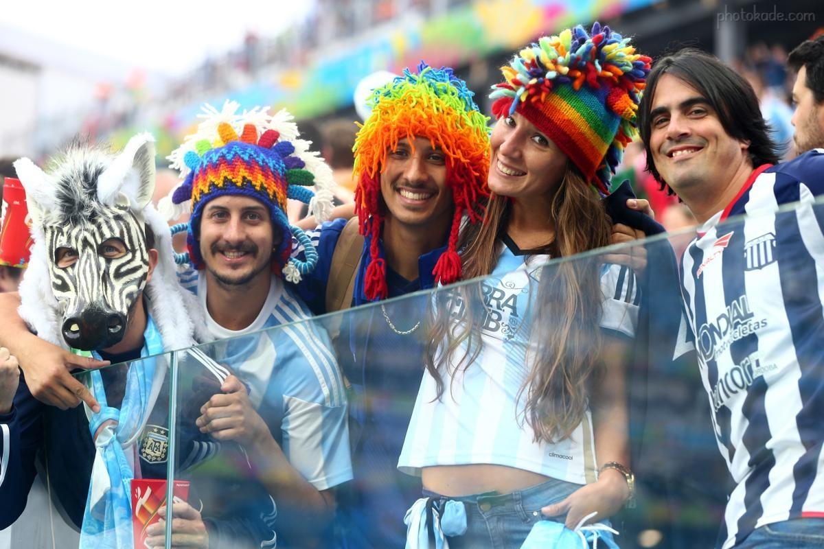 عکس دختر و پسر تماشاگر بازی هلند و آرژانتین در استادیوم جام جهانی,  عکس بازی هلند و آرژانتین در نیمه نهایی جام جهانی 2014 برزیل