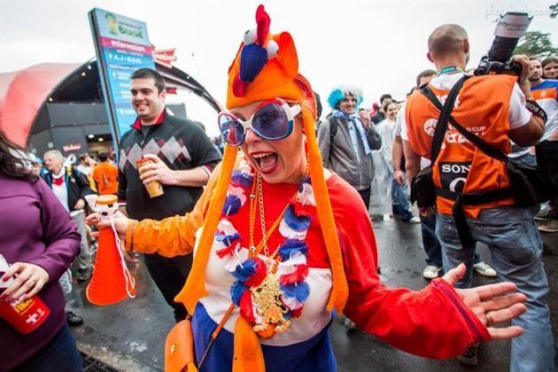 عکس تماشاگران زن هلندی جام جهانی 2014