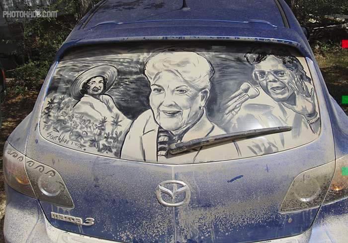 نقاشی جالب روی شیشه کثیف ماشین,نقاشی رو شیشه خودرو,طراحی رو شیشه ماشین,طراحی رو شیشه کثیف,نقاشی جالب رو شیشه,طراحی جالب رو شیشه کثیف ماشینها,نقاشی جالب چهره