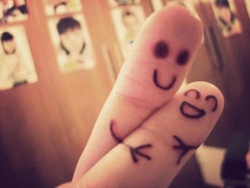 عکس عاشقانه هنری روی انگشت