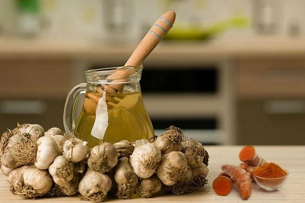 ماسک عسل، زردچوبه و سیر