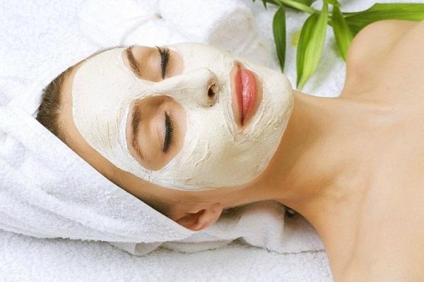 ماسک مرطوب کننده صورت با عسل
