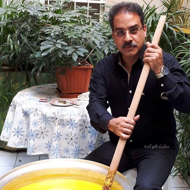 عکس دکتر محمد نظری مجری در کنار دیگ نذری(بیوگرافی)