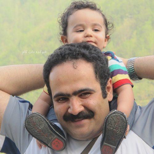 بیوگرافی صداپیشه فامیل دور