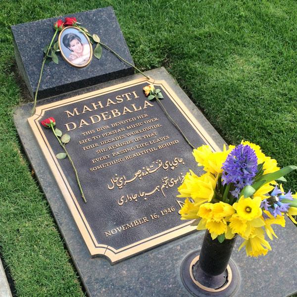 سنگ قبر و محل دفن مهستی عکس سنگ قبر مهستی در لس آنجلس