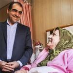 عیادت وزیر بهداشت از بازیگر زن در بیمارستان