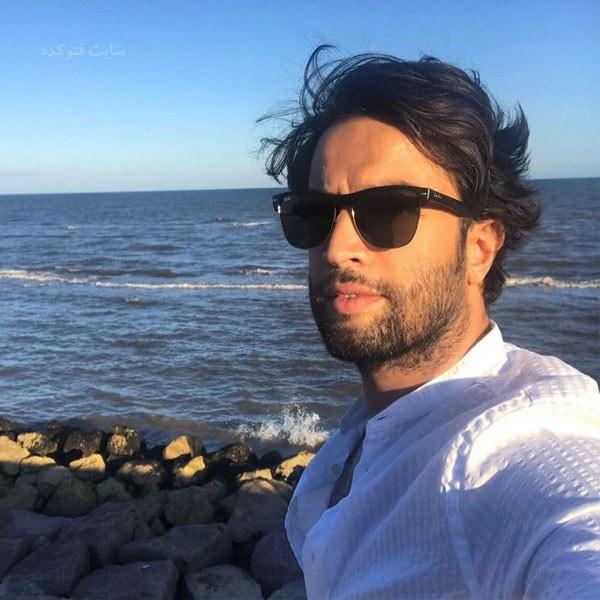 عکس بنیامین بهادری در کنار دریا