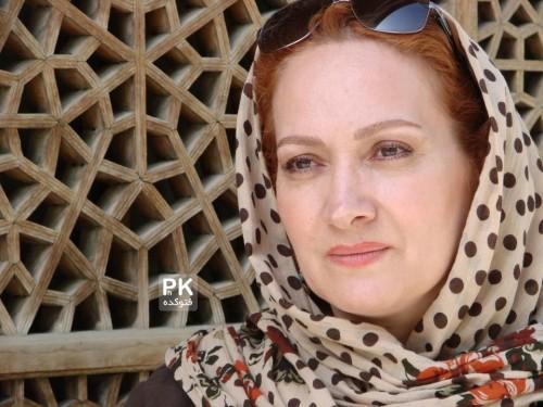 عکس افسانه ناصری در نقش مادر سحر در سریال بیمار استاندارد