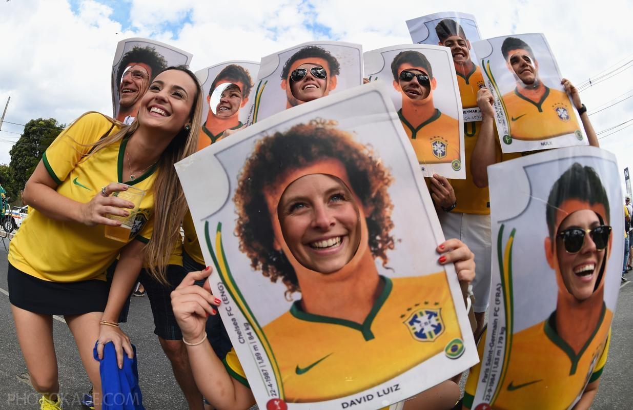 شورت های کوتاه تماشاگران دختر برزیلی