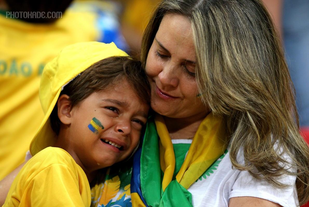 گریه تماشاگر کودک طرفدار برزیل,عکس های سکسی تماشاگر زن برزیلی در دیدار رده بندی جام جانی برزیل