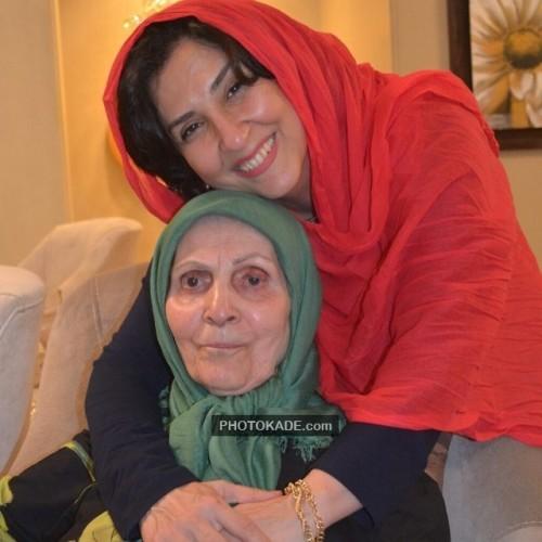 عکس جدید مرجانه گلچین و مادرش