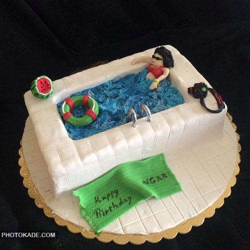 مدل کیک تولد برای دختر عاشق استخر و آب تنی