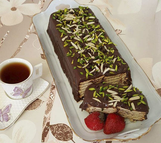 عکس کیک یخچالی با بیسکویت و شکلات بدون فر