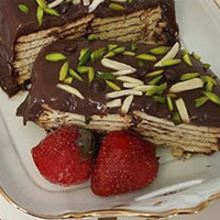 طرز تهیه کیک یخچالی با بیسکویت و شکلات بدون فر