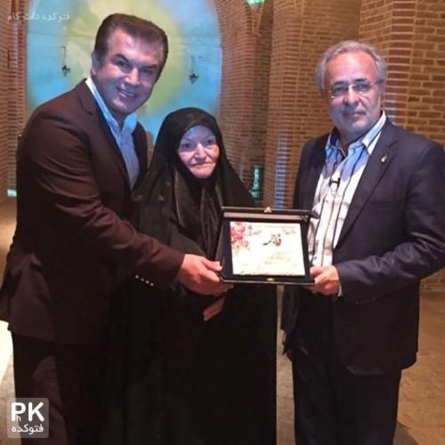 عکس جدید سید کاظم احمدزاده مجری و حمید استیلی و مادرش