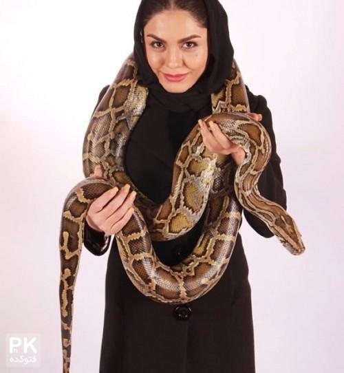 عکس جدید آزاده زارعی بازیگر زن با مار