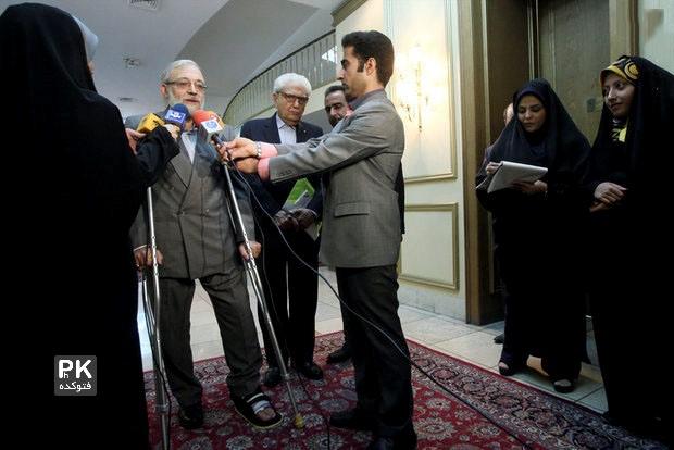 پای لاریجانی و ظریف شکست,شکستن پای جواد ظریف و لاریجانی در یک روز,عکس شکستنگی جالب پای دو سیاست مدار ایرانی,عکس جالب از پای ظریف,شکستن پای جواد ظریف
