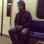 عکس داریوش اقبالی در مترو تهران