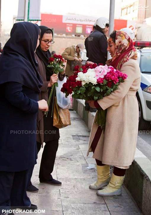 عکس گل فروش خفن دختر زیبا,تصاویر دختر خوشگل گلفروش در خیابان های تهران,زیباترین دختر گل فروش دنیا در تهران