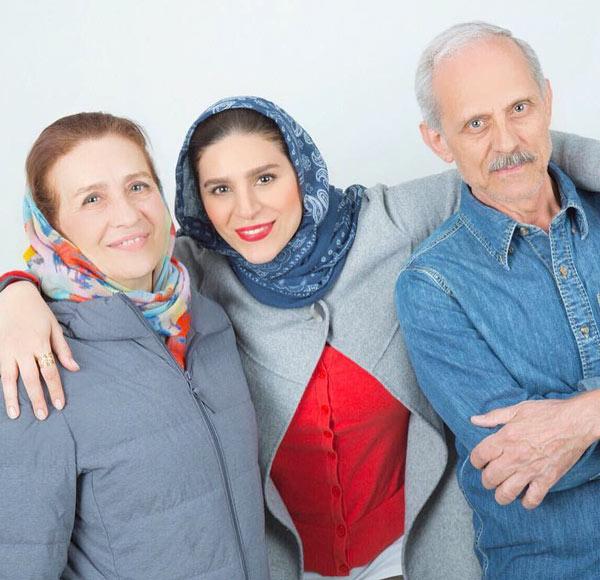 عکس سحر دولتشاهی در کنار پدر و مادر