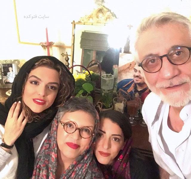 عکس خانوادگی دنیا مدنی در کنار مادرش رویا نونهالی با خواهر و ناپدری اش