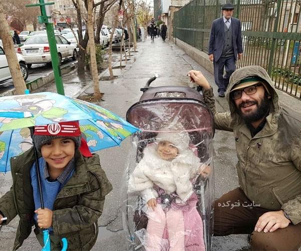 عکس حجت الله عبدالملکی داور مسابقه میدون و فرزندانش