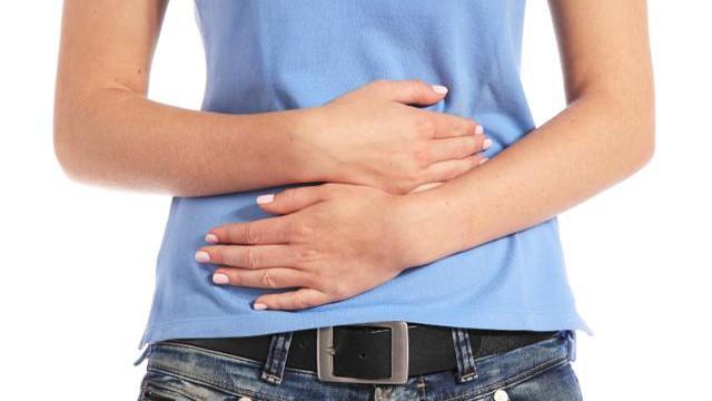 علت سوزش ادرار + درمان خانگی سوزش ادرار در مردان و زنان