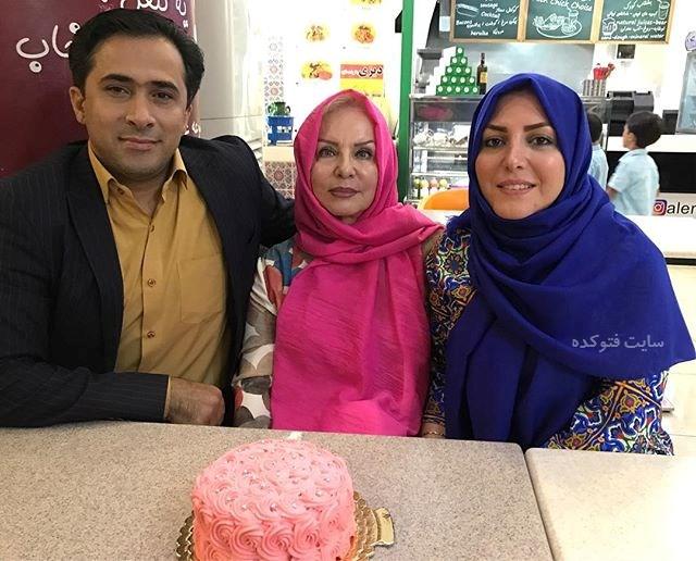 المیرا شریفی مقدم و همسرش در کنار مادرش