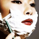 تراشیدن موی صورت خانومها با تیغ
