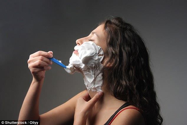 عکس تراشیدن موی صورت خانومها با تیغ,اصلاح صورت زن با تیغ مضرر نیست,اصلاح موهای صورت زنان بدون مواد شیمایی و بند انداختن,اصلاح صورت خانوم ها با ژیلت مفید است,زن