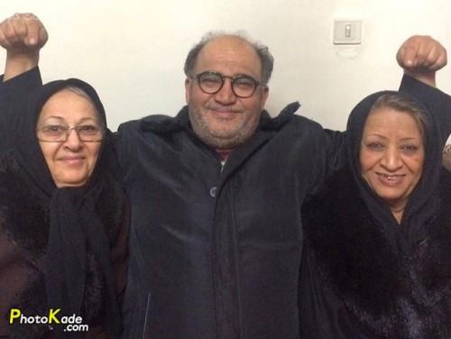 عکس نادر سلیمانی و مادرش سمت راست و مادر زنش سمت چپ