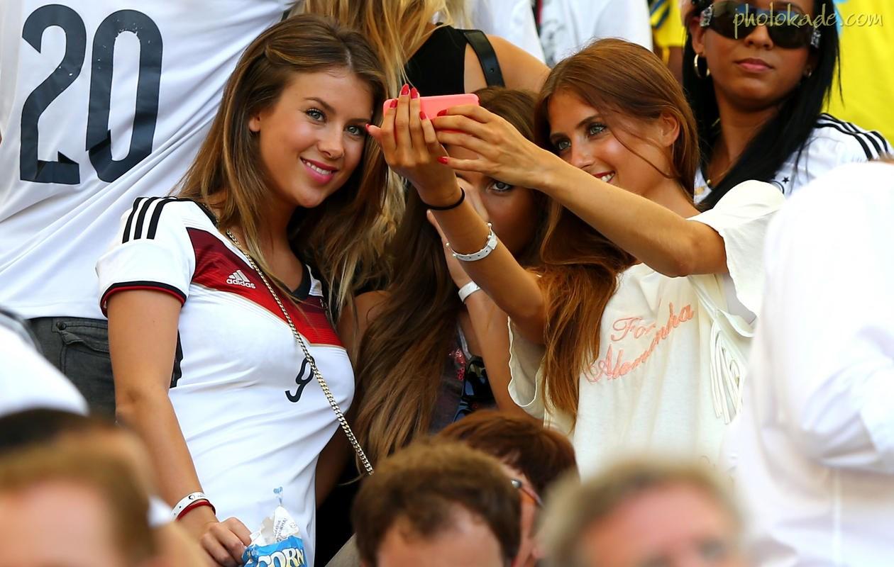 عکس جام جهانی 2014,عکس بوسه وماچ دختران در جام جهانی 2014