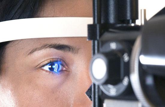 خواص روغن ماهی : درمان اختلالات چشمی