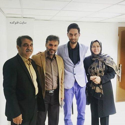 عکس حامد محضرنیا در کنار پدر و مادرش + سیدجواد هاشمی